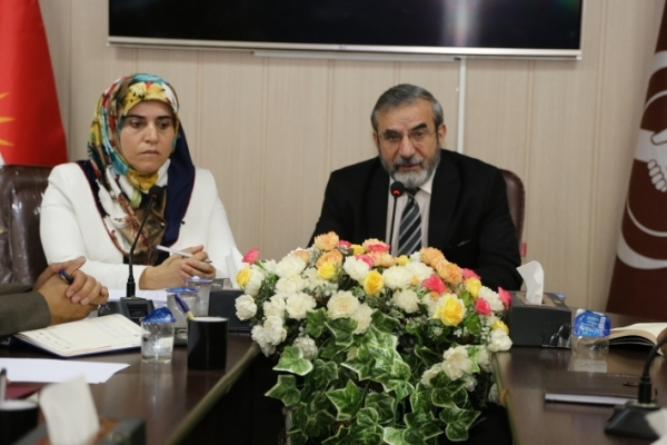 Secretary-General of the Kurdistan Islamic Union meets with teachers
