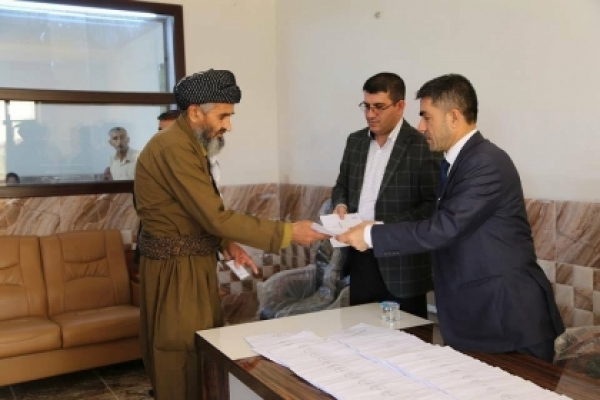Talabani participates in the distribution of the monthly grant to the families of the Peshmerga martyrs
