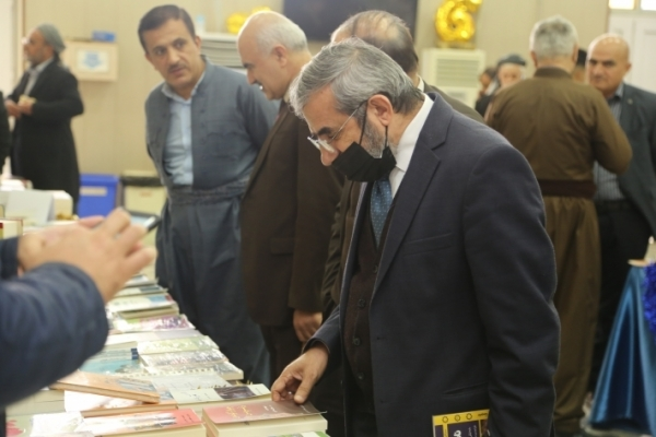 Secretary-General of the Kurdistan Islamic Union visits the Book Fair in Sulaymaniyah